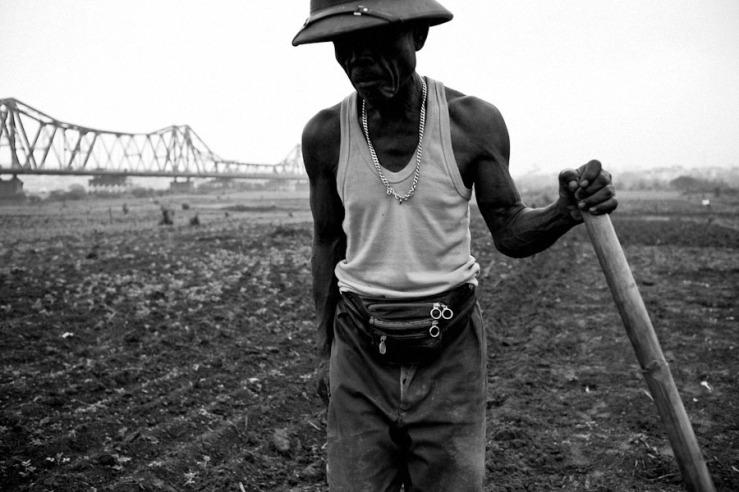 Long Bien Bridge Farmer 01