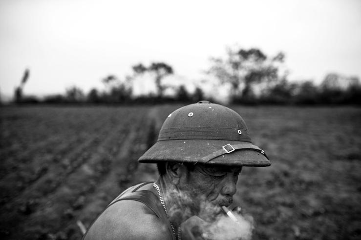 Long Bien Farmer: Hanoi, Vietnam